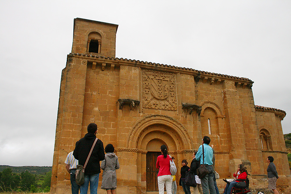 Front entrance of the romanesque church Santa María de la Piscina